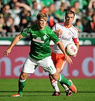 FUSSBALL   1. BUNDESLIGA  SAISON 2012/2013   6. Spieltag   SV Werder Bremen - FC Bayern Muenchen          29.09.2012 Niclas Fuellkrug (SV Werder Bremen) gegen Philipp Lahm (re, FC Bayern Muenchen)