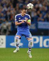 FUSSBALL   CHAMPIONS LEAGUE   SAISON 2013/2014   GRUPPENPHASE FC Schalke 04 - FC Chelsea        22.10.2013 John Terry (FC Chelsea) am Ball