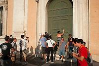 Roma,9  Luglio 2012.Consiglio comunale in Campidoglio nell'aula Giulio Cesare per  la discussione sulla  cessione del 21% della controllata Acea, l'azienda che si occupa di acqua e servizi. Attivisti della rete acqua bene comune protestano fuori la porta dell'aula Giulio Cesare