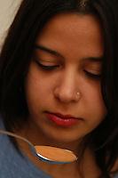 Ragazza prende sciroppo per la tosse. Girl takes cough syrup.....