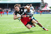 Chris Wyles of Saracens dives to score a second half try. Aviva Premiership semi final, between Saracens and Leicester Tigers on May 21, 2016 at Allianz Park in London, England. Photo by: Patrick Khachfe / JMP