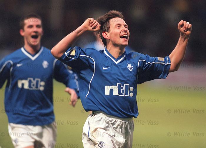 Billy Dodds celebrates scoring his first goal for Rangers, December 1999, Fir Park