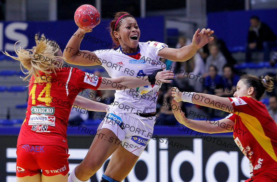 NIS, SERBIA 4/12/2012/ Nina Kamto Njitam (C) of France in action during Women`s European Handball Championship Group B match between France and FYR Macedonia (FYROM) in Cair arena in city of Nis in southern Serbia on  December 4, 2012 Credit: PEDJA MILOSAVLJEVIC/SIPA/