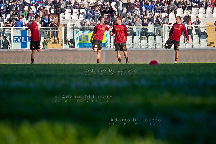 PESCARA (PE) 25/11/2012: SERIE A PESCARA - ROMA. NELLA FOTO FRANCESCO TOTTI DURANTE IL RISCALDAMENTO DELLA ROMA. FOTO DILORETO ADAMO