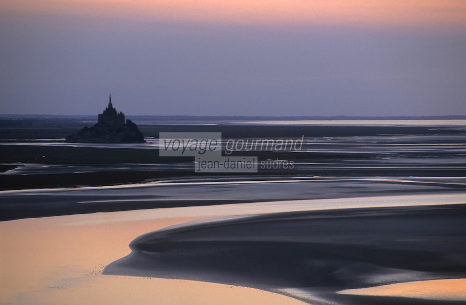 Europe/France/Normandie/Basse-Normandie/50/Manche/Env Saint-Michel-de-Montjoie: Le Mont Saint-Michel et sa baie au soleil couchant  -  Vue aérienne
