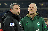 FUSSBALL   1. BUNDESLIGA   SAISON 2011/2012    17. SPIELTAG FC Schalke 04 - SV Werder Bremen                            17.12.2011 Manager Klaus ALLOFS (li) und Trainer Thomas SCHAAF (re, beide SV Werder Bremen)