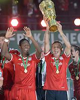 FUSSBALL       DFB POKAL FINALE        SAISON 2012/2013 FC Bayern Muenchen - VfB Stuttgart    01.06.2013 Bayern Muenchen ist Pokalsieger 2013: David Alaba (li) und Rafinha (re)  jubeln mit dem Pokal.