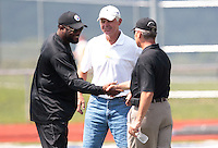 HEMPFIELD TOWNSHIP, PA - AUGUST 20:  Pittsburgh Steelers head coach Mike Tomlin greets former Ohio State University football head coach Jim Tressel and quarterbacks coach Ken Anderson following Terrell Pryor's pro day at a practice facility on August 20, 2011 in Hempfield Township, Pennsylvania.  (Photo by Jared Wickerham/Getty Images)