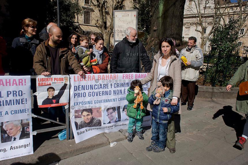 Roma 5 Marzo 2014<br /> Manifestazione per chiedere la liberazione di Bahar Kimyong&uuml;r, giornalista belga di origine turca, attivista per i diritti umani, invitato in Italia per alcune conferenze sui diritti umani in Turchia, e  arrestato il 21 novembre su  mandato di arresto internazionale e di una richiesta di estradizione del governo turco. Ora agli arresti domiciliari. La moglie e i figli alla manifestazione<br /> Rome, March 5, 2014 <br /> Demonstration for calling for the release of Bahar Kimyong&uuml;r, Belgian journalist of Turkish origin, an activist for human rights, invited to Italy for a number of conferences on human rights in Turkey, and arrested November 21 2013 on international arrest warrant and an extradition request from the turkish government. Now under house arrest. The wife and the children to the demonstration