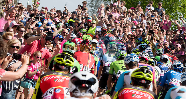 Huge crowds line the roads during Stage 2 of the 2016 Giro d'Italia running 190km from Arnhem to Nijmegen, The Nethrerlands. 7th May 2016.<br /> Picture: ANSA/Claudio Peri | Newsfile<br /> <br /> <br /> All photos usage must carry mandatory copyright credit (&copy; Newsfile | ANSA/Claudio Peri)