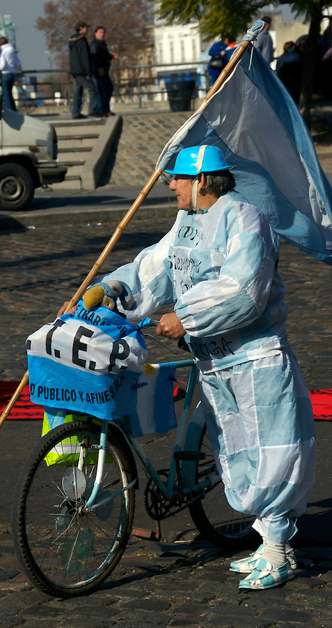 Argentinian Fan dressed up and ready to enjoy the futboll match, between Argentina and Brasil for the cup of America, Buenos Aires, La Boca 2007