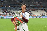 FUSSBALL EURO 2016 FINALE IN PARIS  Portugal - Frankreich          10.07.2016 Cristiano Ronaldo (Portugal) mit dem EM Pokal