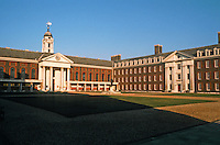 Sir Christopher Wren: Royal Hospital Chelsea and courtyard. 1682-91.