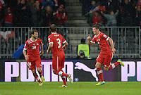 Fussball International  WM Qualifikation 2014   in Bern Schweiz - Slowenien         15.10.2013 JUBEL Schweiz: Torschuetze zum 1-0 Sieg; Granit XHAKA (re) mit Reto ZIEGLER (Mitte) und Admir MEHMEDI (li)