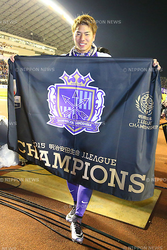Takuma Asano (Sanfrecce),<br /> DECEMBER 5, 2015 - Football / Soccer : <br /> 2015 J.League Championship Final 2nd leg match<br /> between Sanfrecce Hiroshima - Gamba Osaka<br /> at Hiroshima Big Arch in Hiroshima, Japan.<br /> (Photo by Shingo Ito/AFLO SPORT)