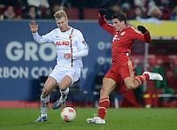 FUSSBALL   1. BUNDESLIGA  SAISON 2012/2013   16. Spieltag FC Augsburg - FC Bayern Muenchen         08.12.2012 Ragnar Klavan (li, FC Augsburg) gegen Mario Gomez (FC Bayern Muenchen)