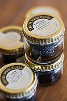 Europe/France/Languedoc-Roussillon/30/Gard/Uzès:Petits bocaux de truffe noire chez  Michel Tournayre Trufficulteur