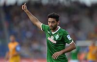 FUSSBALL   1. BUNDESLIGA   SAISON 2013/2014   1. SPIELTAG Eintracht Braunschweig - Werder Bremen             10.08.2013 Daumen hoch: Mehmet Ekici (SV Werder Bremen)