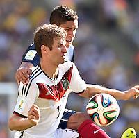 FUSSBALL WM 2014                VIERTELFINALE Frankreich - Deutschland           04.07.2014 Thomas Mueller (vorn, Deutschland) gegen Raphael Varane (hinten, Frankreich)
