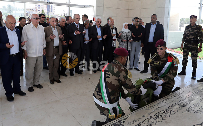 """Palestinian Prime Minister Rami Hamdallah lays a wreath on the grave of late Palestinian leader Yasser Arafat, to mark the 69th anniversary of the """"Nakba"""" or """"catastrophe"""" in Arabic in reference to the establishment in 1948 of the state of Israel, in the West Bank city of Ramallah on May 15, 2017. Nakba"""" means in Arabic """"catastrophe"""" in reference to the birth of the state of Israel 69-years-ago in British-mandate Palestine, which led to the displacement of hundreds of thousands of Palestinians who either fled or were driven out of their homes during the 1948 war over Israel's creation. The key symbolises the homes left by Palestinians in 1948. Photo by Prime Minister Office"""
