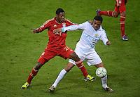 FUSSBALL   CHAMPIONS LEAGUE  VIERTELFINAL RUECKSPIEL   2011/2012      FC Bayern Muenchen - Olympic Marseille          03.04.2012 Loic Remy (re, Olympique Marseille) gegen David Alaba (FC Bayern Muenchen)