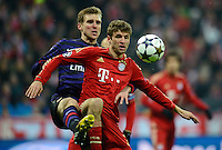 FUSSBALL  CHAMPIONS LEAGUE  ACHTELFINALE  HINSPIEL  2012/2013      FC Bayern Muenchen - FC Arsenal London     13.03.2013 Per Mertesacker (li, Arsenal) gegen Thomas Mueller (re, FC Bayern Muenchen)