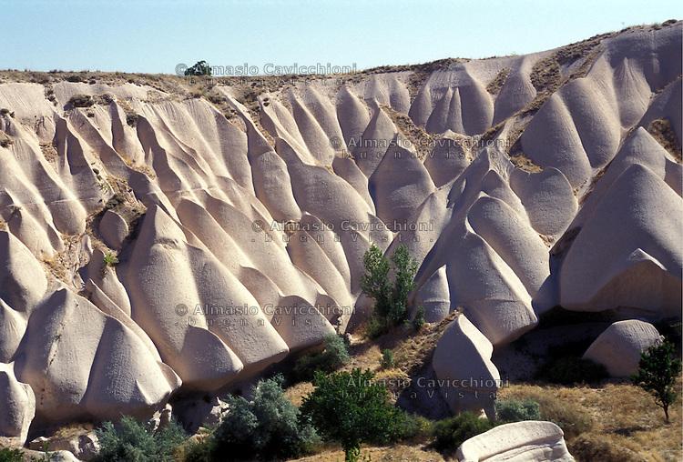 TURCHIA: La Cappadocia, regione storica dell'Anatolia, si caratterizza per una formazione geologica unica al mondo. Il parco nazionale di Goreme e i siti rupestri della Cappadocia sono stati dichiarati patrimonio dell'umanità dall'UNESCO. Peribacalari Vadisi, Valle dei camini delle fate.TURKEY: Cappadocia, historic region of Anatolia is characterized by a unique geological formation. The Goreme National Park and the Rock Sites of Cappadocia have been declared World Heritage by UNESCO. Valley of the Fairy Chimneys.