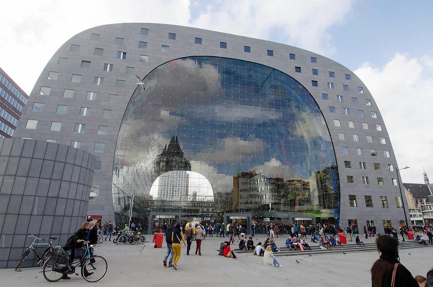 10okt2014<br /> De nieuwe markthal in Rotterdam, met de weerspiegeling van de Blaak.<br /> (c)renee teunis