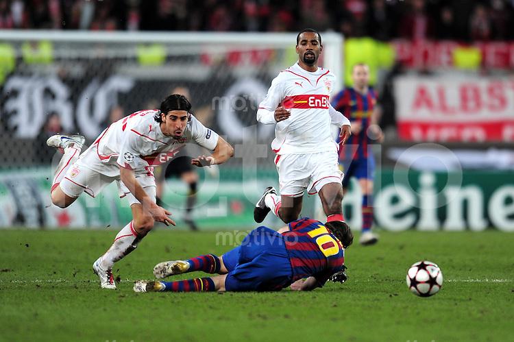 FUSSBALL  International  Champions   League  Hinspiel   SAISON 2009/2010    VfB Stuttgart -  FC Barcelona      23.02.2010 Cacau (re, VfB Stuttgart) gegen Lionel Messi (mitte, Barca) gegen Sami Khedira (li, VfB Stuttgart)