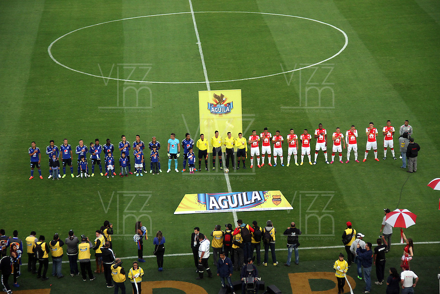 BOGOTA -COLOMBIA, 14-MARZO-2015. Equipos de Millonarios  e Independiente Santa Fe  antes del partido por la decima fecha de La Liga Aguila jugado en el estadio Nemesio Camacho El Campin  of  Bogota . /  Teams of  Millonarios  and  Independiente Santa Fe  before macht for  the tenth round of La Liga Aguila played at the Nemesio Camacho El Campin stadium in Bogota . Photo / VizzorImage / Felipe Caicedo  / Staff