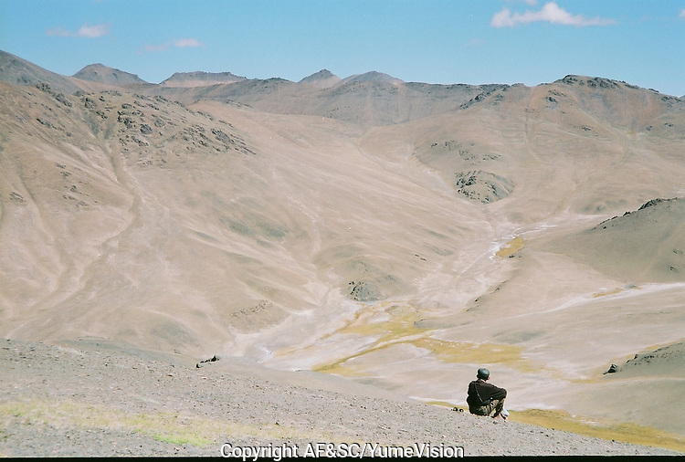 Hunting the Marco Polo at 5000 meters hight. The M41 Highway from the Ismaili capital of Khorog to the south capital of Kyrgyzstan - Osh, via the head district of Badakhshan - Murgab and the Akbajtal Pass at 4655 meters.