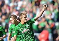 FUSSBALL   1. BUNDESLIGA   SAISON 2012/2013   2. Spieltag SV Werder Bremen - Hamburger SV                     01.09.2012         Aaron Hunt  und Nils Petersen (v.l, beide SV Werder Bremen) bejubeln das 2:0