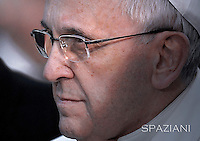 Pope Francis prayer ceremony during the traditionnal visit to the statue of Mary on the day of the celebration of the Immaculate Conception et Piazza di Spagna (Spanish Square).December 8, 2014.