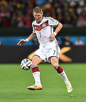 FUSSBALL WM 2014                ACHTELFINALE Deutschland - Algerien               30.06.2014 Bastian Schweinsteiger (Deutschland) am Ball