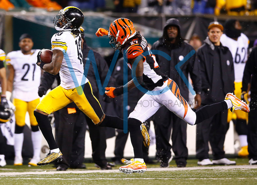 Martavis Bryant #10 of the Pittsburgh Steelers runs with the ball after catching a pass in front of Dre Kirkpatrick #27 of the Cincinnati Bengals during the Wild Card playoff game at Paul Brown Stadium on January 9, 2016 in Cincinnati, Ohio. (Photo by Jared Wickerham/DKPittsburghSports)