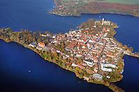 Ratzeburg im Herbst: EUROPA, DEUTSCHLAND, SCHLESWIG- HOLSTEIN 09.11.2014: Luftbild der Stadt Ratzeburg Ratzeburg im Herbst.