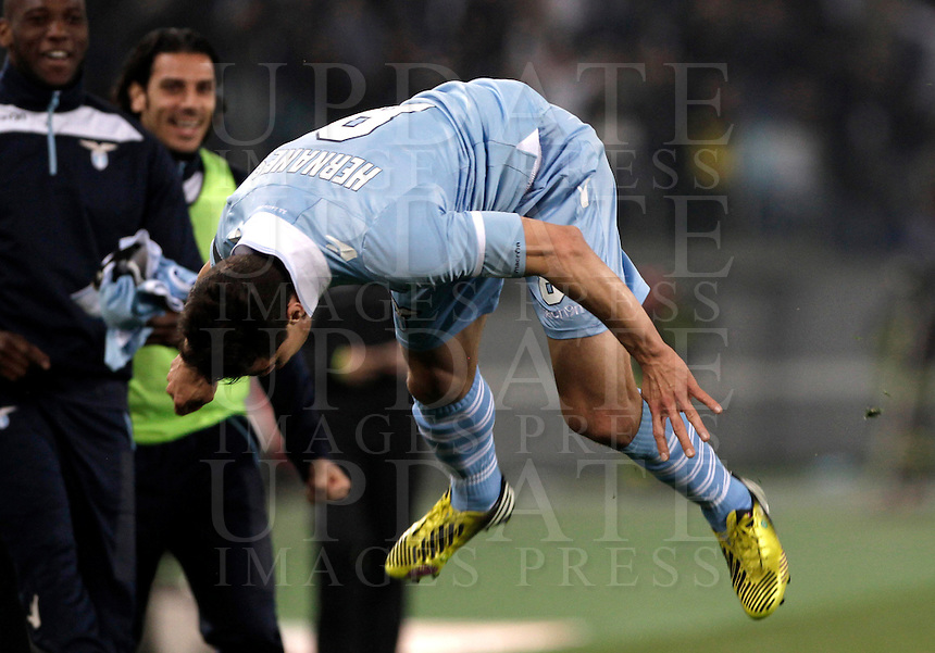 Calcio, Serie A: Roma vs Lazio. Roma, Stadio Olimpico, 8 aprile 2013..Lazio midfielder Hernanes, of Brazil, celebrates after scoring during the Italian serie A football match between A.S. Roma  and Lazio at Rome's Olympic stadium, 8 april 2013..UPDATE IMAGES PRESS/Isabella Bonotto