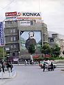 Irak 2000.Tous les portraits de Saddam Hussein ont été éffacés du Kurdistan irakien. Ils sont remplacés par ceux des héros kurdes comme sheikh Mahmoud, ici, au centre de la vieille ville de Souleimania .Iraq 2000.Suleimania:Sheikh Mahmud 's portrait in the old souk's district