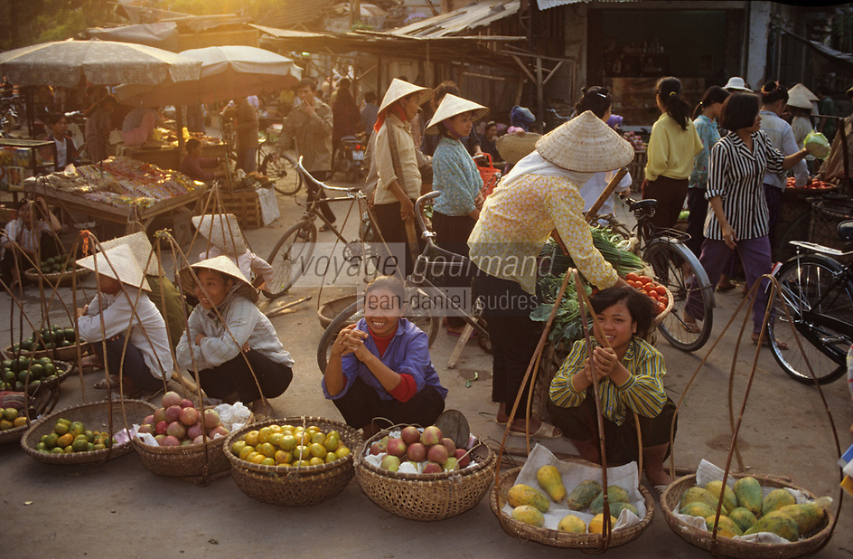 Asie/Vietnam/Hanoi: le marché - Marchandes de fruits exotiques
