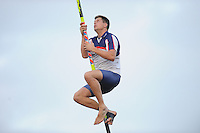 FIERLJEPPEN: IJLST: 1e klas wedstrijd, winnende sprong Bart Helmholt 21.15m, ©foto Martin de Jong