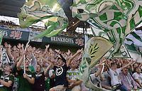 FUSSBALL  1. BUNDESLIGA  SAISON 2013/2014   3. SPIELTAG Borussia Dortmund - Werder Bremen                  23.08.2013 Werder Fans machen Stimmung und schwenken ordentlich viele Fahnen