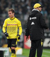 FUSSBALL   1. BUNDESLIGA   SAISON 2011/2012    15. SPIELTAG Borussia Moenchengladbach - Borussia Dortmund        03.12.2011 Mario GOETZE (li) und Trainer Juergen KLOPP (re, beide Dortmund)
