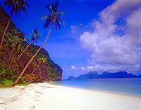 White Sand Beach on Intalula Island, El Nido Protected Area, Bacuit Bay, Philippines