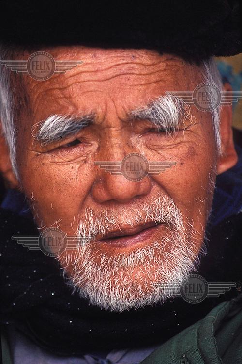 © Gangfeng Wang / Panos Pictures..Jiangsu Province, CHINA..Elderly man.