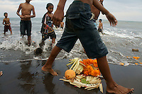 Bali - cremation ceremonies - family Budiana