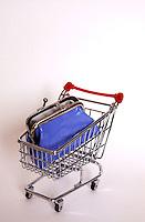 Carrello della spesa, simbolo dell' aumento dei prezzi..The shopping cart, the symbol of increase price..