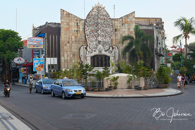 Ground Zero on Jl Legian in Kuta three days after the Paris terrorist attacks on November 13, 2015. <br /> Ground Zero in Kuta is the memorial after the October 2002 bombings, killing 202 and injuring 352 Indonesians and tourists.<br /> Bali, Indonesia.<br /> November 16, 2015.<br /> Only for editorial use.