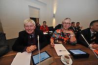 POLITIEK: JOURE: 06-01-2014, Gemeentehuis Heremastate, Raadsvergadering gemeente De Friese Meren, Johannes van der Pal (wethouder), Janny Schouwerwou (wethouder), ©foto Martin de Jong