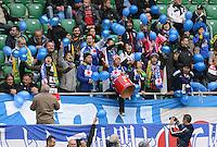 FUSSBALL   INTERNATIONAL   Testspiel    Japan - Brasilien          16.10.2012 Japanische Fans machen Stimmung im Stadion von Breslau.