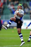 Semesa Rokoduguni of Bath Rugby claims the ball in the air during the pre-match warm-up. Aviva Premiership match, between Bath Rugby and Wasps on March 4, 2017 at the Recreation Ground in Bath, England. Photo by: Patrick Khachfe / Onside Images